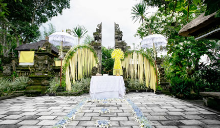 wedding venue at Temple Yard at Pita Maha Resort